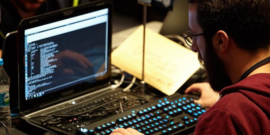 Stm 'Hacker'ları Buluşturacak