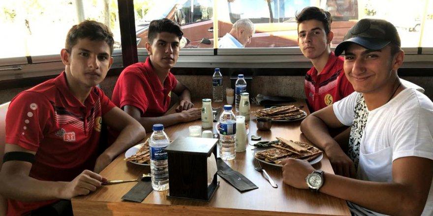 Konyaspor, Eskişehirspor'u yemekte ağırladı