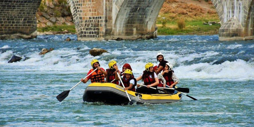 Muş'ta Öğrencilerin Rafting Ve Kano Heyecanı