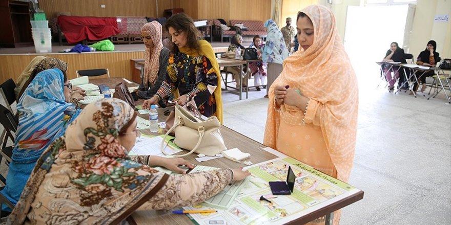 Pakistan'da Ara Seçimler İçin Halk Sandık Başında