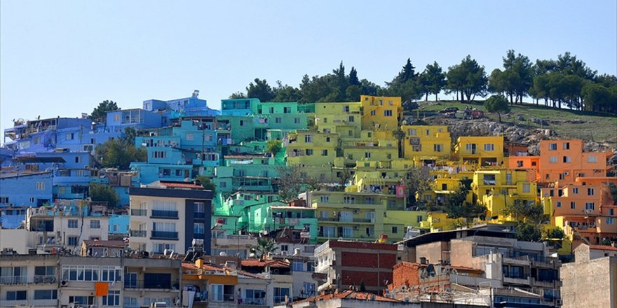 'Renklendir Hayatı' Projesinin 7. Durağı Kuşadası Oldu