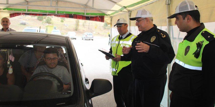 """Polisten sürücülere """"Yaşam için kısa bir mola"""" çadırı"""