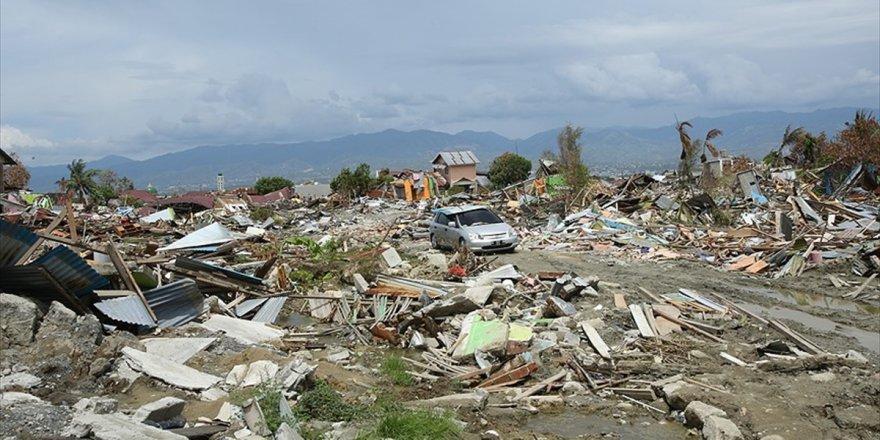 Endonezya'daki Depremde Ölü Sayısı 2 Bin 256'ya Yükseldi