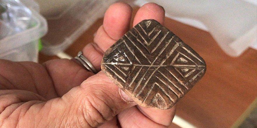 Mersin'deki Yumuktepe Höyüğü'nde 9 Bin Yıllık Mühür Bulundu