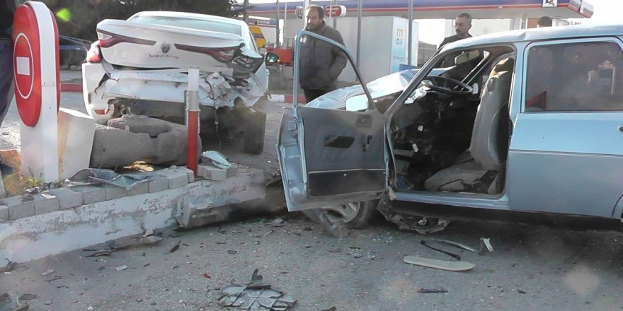 Üç aracın karıştığı kazada 3 kişi yaralandı