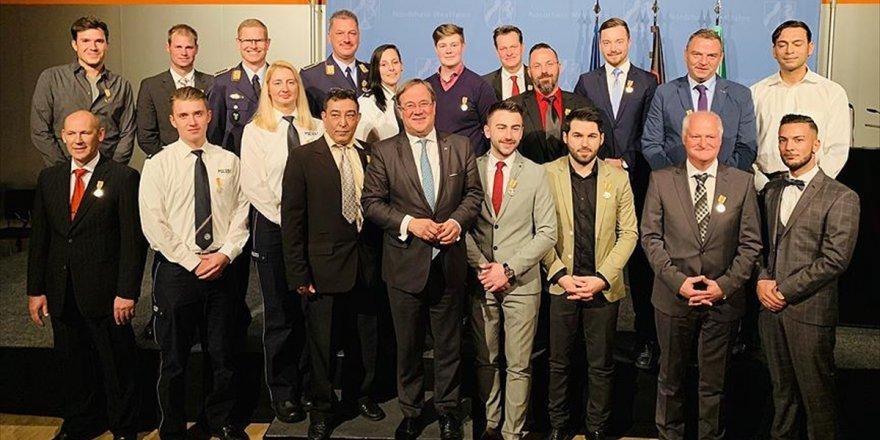 Almanya'da 4 Türk'e 'Kahramanlık Madalyası' Verildi