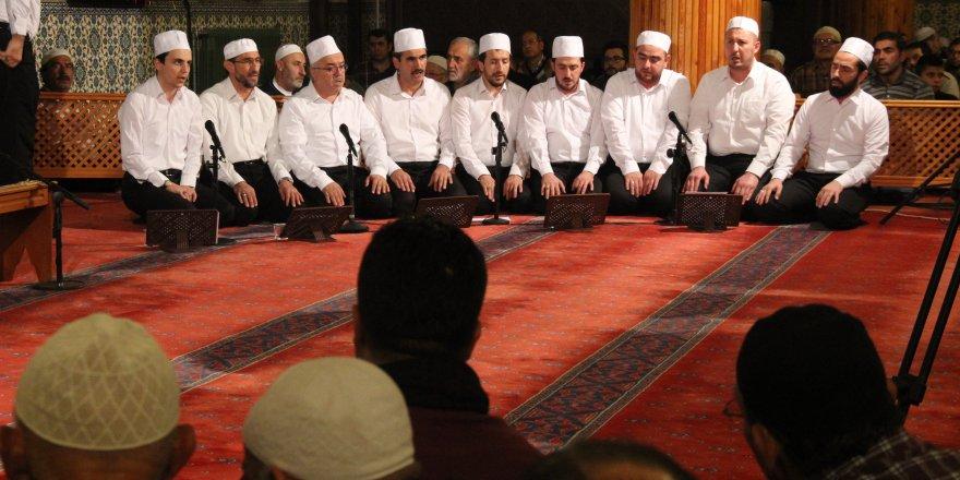 Konya'da Mevlit Kandili'nde camiler doldu taştı