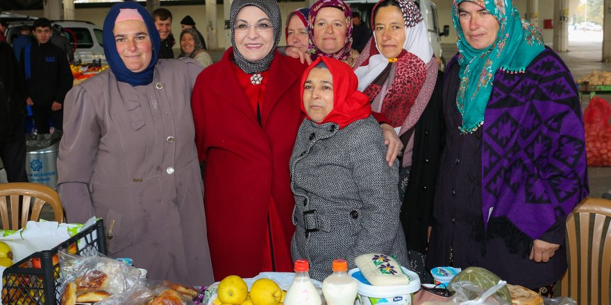 Kadın başkan destek verdi, üretici kadınlar pazara indi