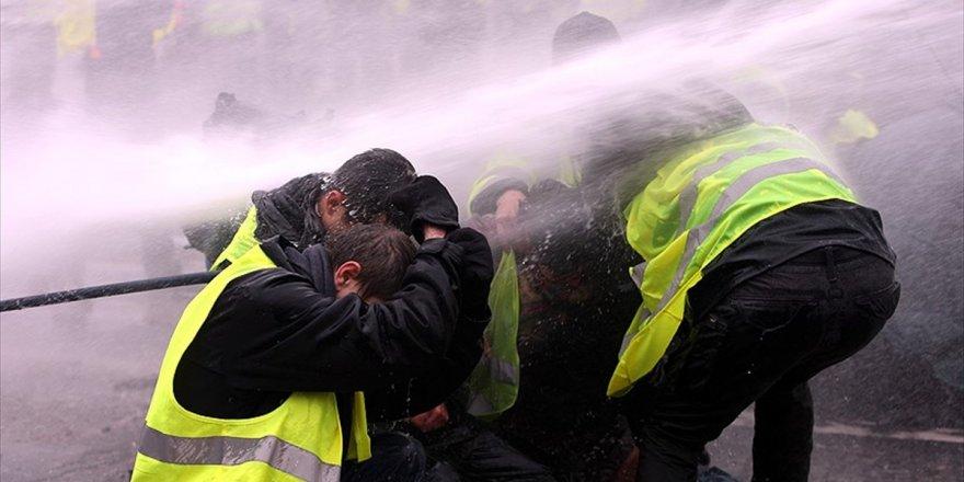 Fransa'da Hükümete 'Sarı Yelekliler'e İlişkin Gensoru Önergesi Hazırlığı