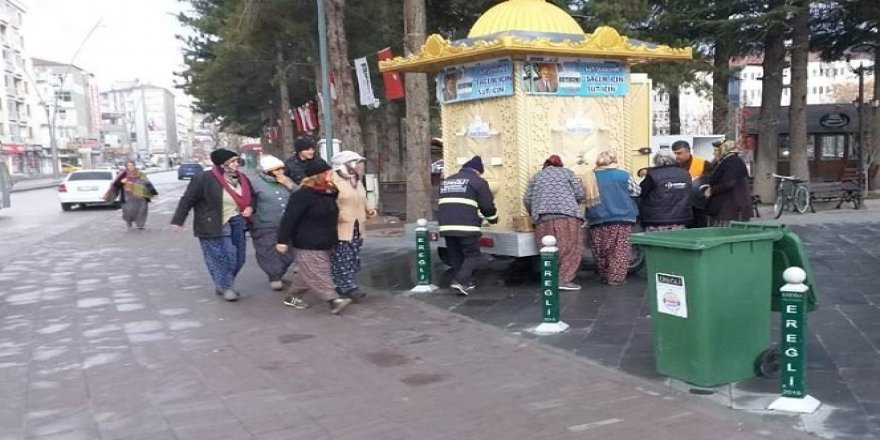 Ereğli Belediyesinden vatandaşlara süt ikramı