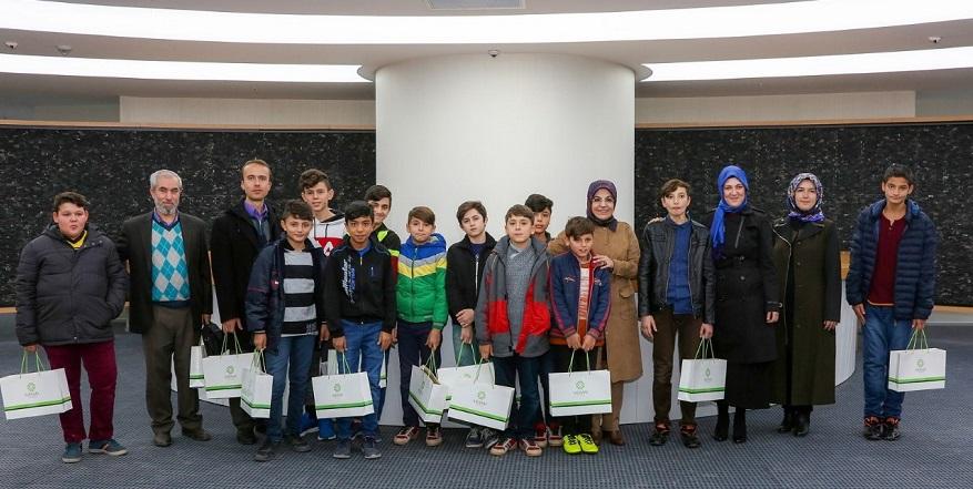 Kimsesiz çocuklar Başkan Toru'yu ziyaret etti