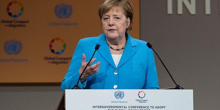 Merkel'den 'Göç Sorunu İçin Toplu Çalışma' Çağrısı