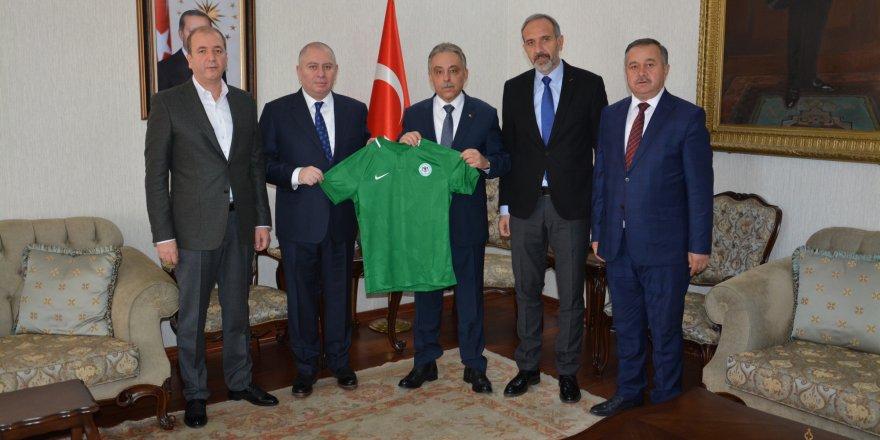 Konyaspor'dan valiye ziyaret