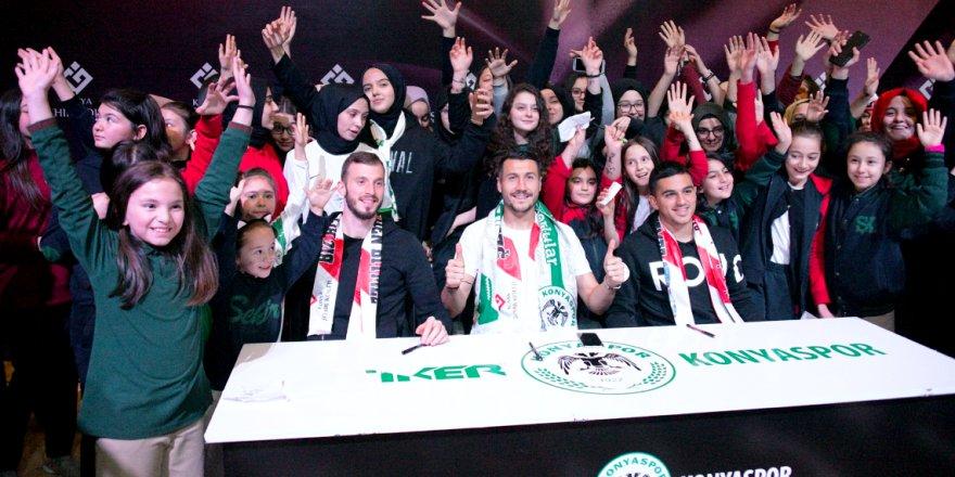 Konyasporlu futbolcular, imza gününde
