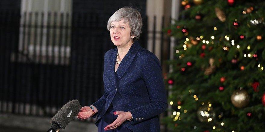 İngiltere Başbakanı May: Yeni Bir Görevim Var; Halkın Oy Verdiği Brexit'i Hayata Geçirmek