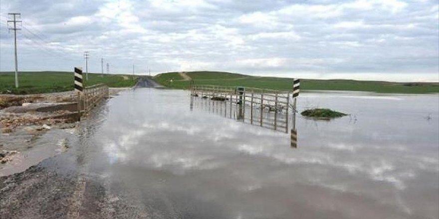 Şanlıurfa'da Sağanak Nedeniyle Köprü Ulaşıma Kapandı