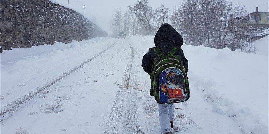 Kar, soğuk ve buzlanma nedeniyle 10 ilçede okullar tatil edildi