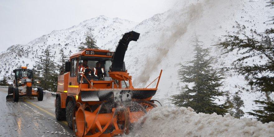 Alacabel'de kar temizleme çalışması