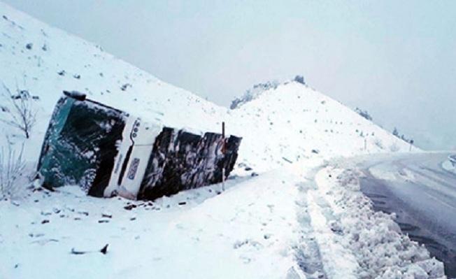 Konya-Karapınar kara yolunda otobüs devrildi