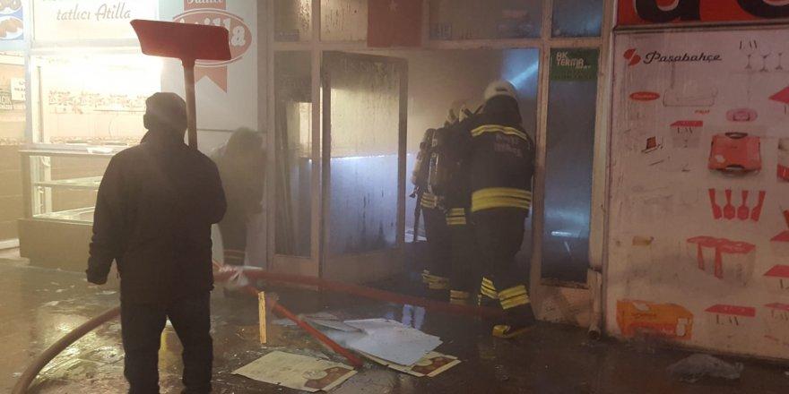 İş merkezinde yangın çıktı, tatlıcı tatlılarını kaçırdı