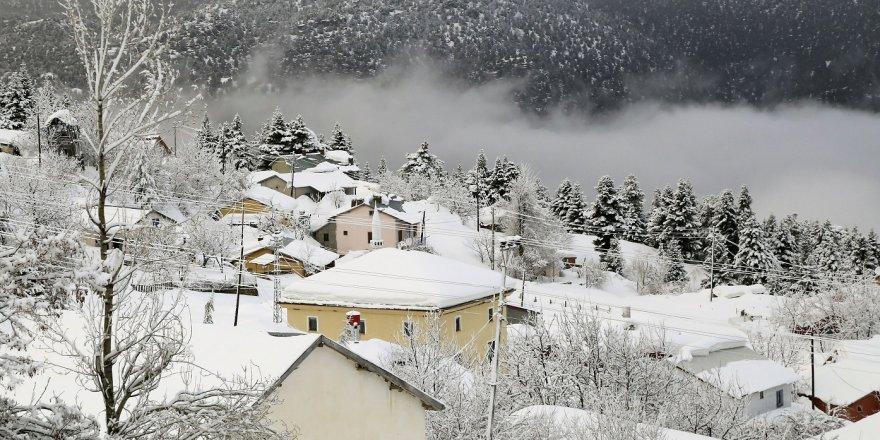 Toroslarda dağlarında kar güzelliği