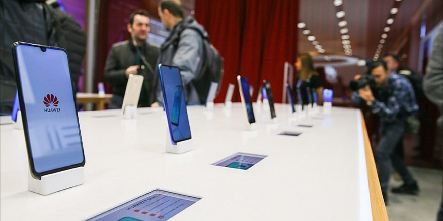Huawei Türkiye'deki İlk Deneyim Mağazasını İzmir'de Açtı