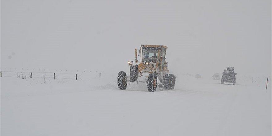 Van Ve Hakkari'de Kar Nedeniyle 63 Yerleşim Biriminin Yolu Kapandı