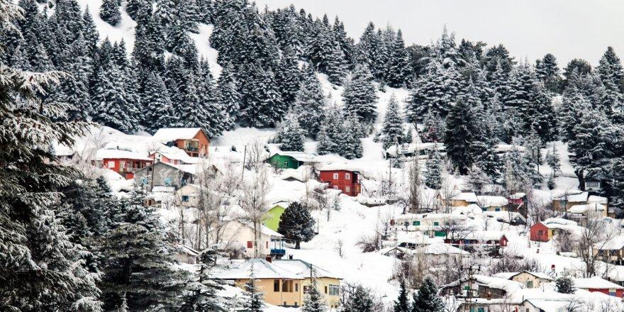 Toros Dağları'nda kar manzarası