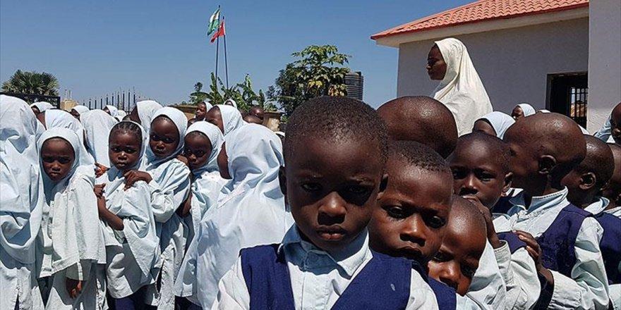 Türk Gönüllüler Eğitim Çalışmalarıyla Nijerya'nın Geleceğine Işık Tutuyor
