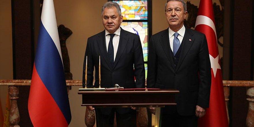 Milli Savunma Bakanı Akar, Rus Mevkidaşı İle Görüştü