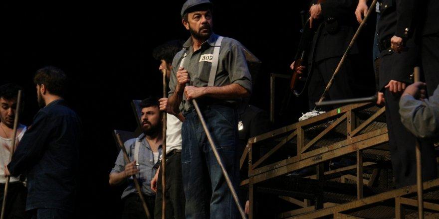 """Esaretin Bedeli"" Konya Skm'de Sahnelendi"