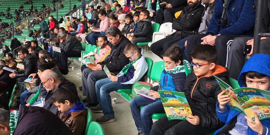 Konyaspor'da tribünler kitap okuyor
