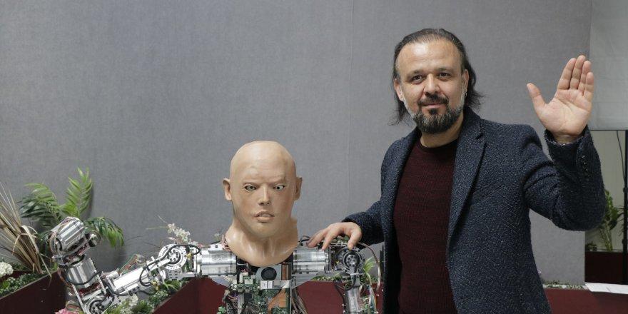 """İnsansı Robot """"Akıncı-4""""ün Hareket Yeteneği Arttırıldı"""