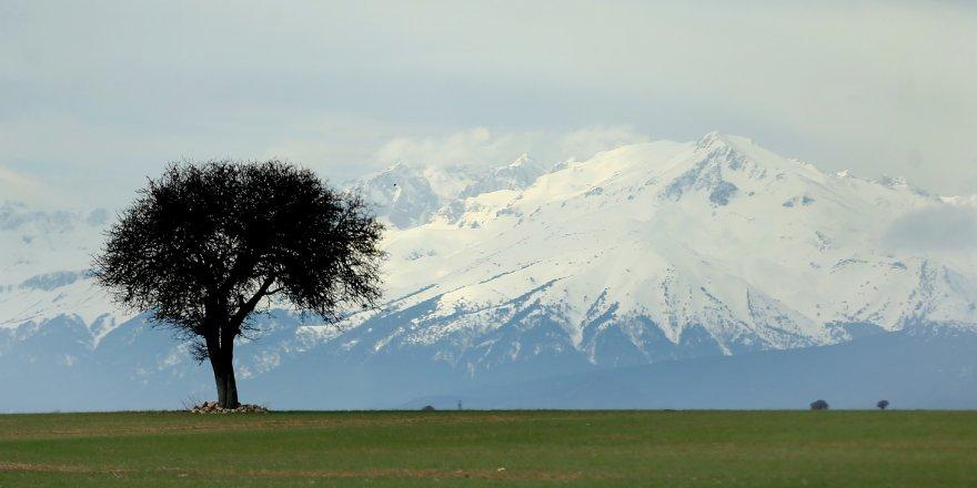 Anamas Dağları'na baharda kar yağdı