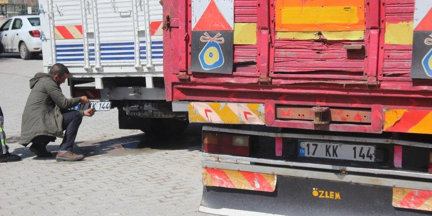 Konya'da ikiz plakalı kamyonetler yan yana yakalandı