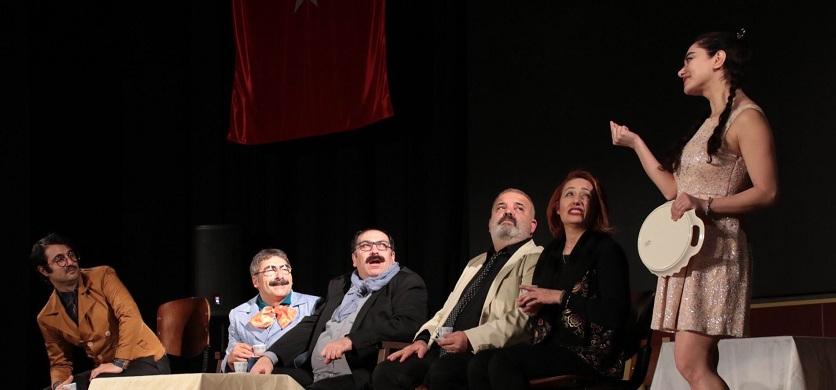 """Akşehir'de """"Hayat Kime Güzel"""" isimli tiyatro sahnelendi"""