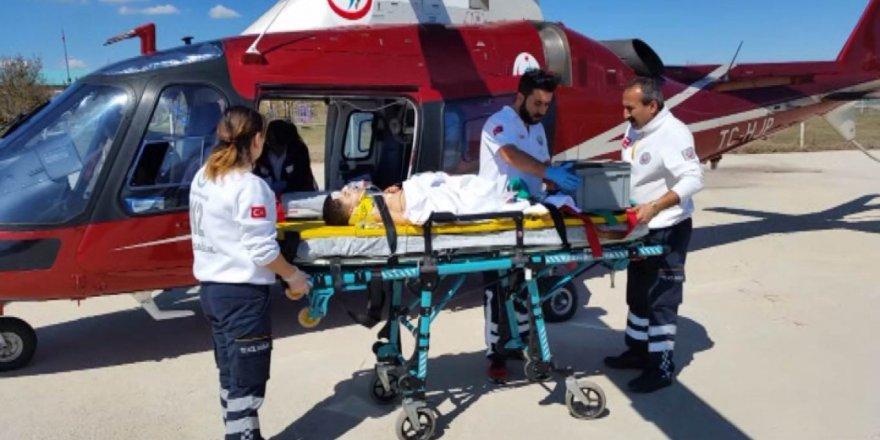 Otomobilden düşüp bariyere çarpan 4 yaşındaki çocuğun bacağı koptu