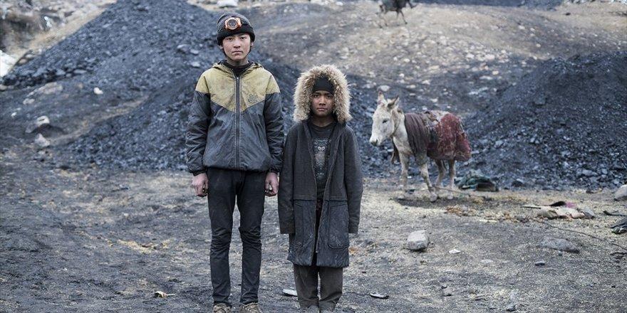Çocuk Maden İşçilerinin Yaşam Mücadelesi: Afgan Kömürü