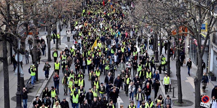 Fransa'da Sarı Yeleklilerin Gösterilerinde Güvenlik Güçlerine Ateş Açma İzni