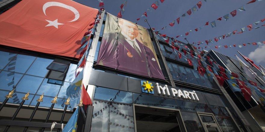 Kırıkkale'de İyi Parti'den Toplu İstifa
