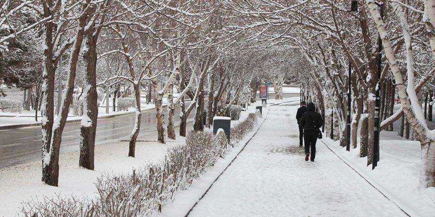 Doğu'da Nisanda Kar Yağışı Sürecek