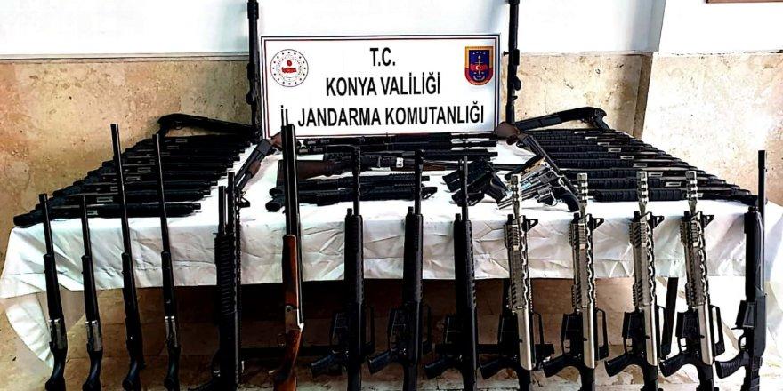 Konya'da 140 ruhsatsız av tüfeği ele geçirdi