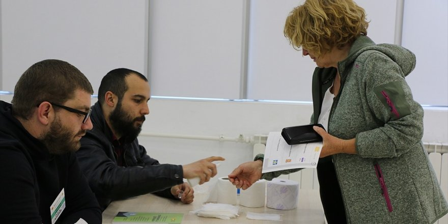 Kuzey Makedonya'da Cumhurbaşkanlığı Seçimi İkinci Tura Kaldı