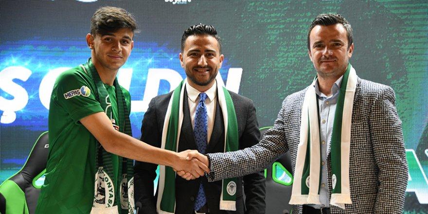 17 yaşında Konyaspor'a imza attı