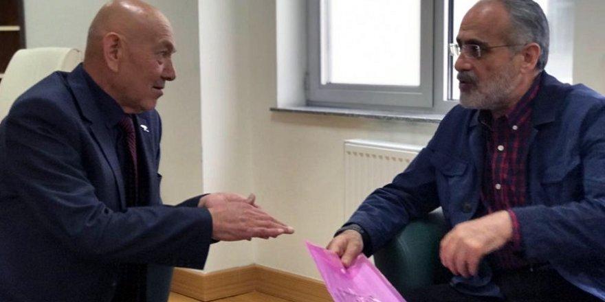 Kırgızistan'da dernek başkanından Cumhurbaşkanı Erdoğan'a mektup ve fotoğraf