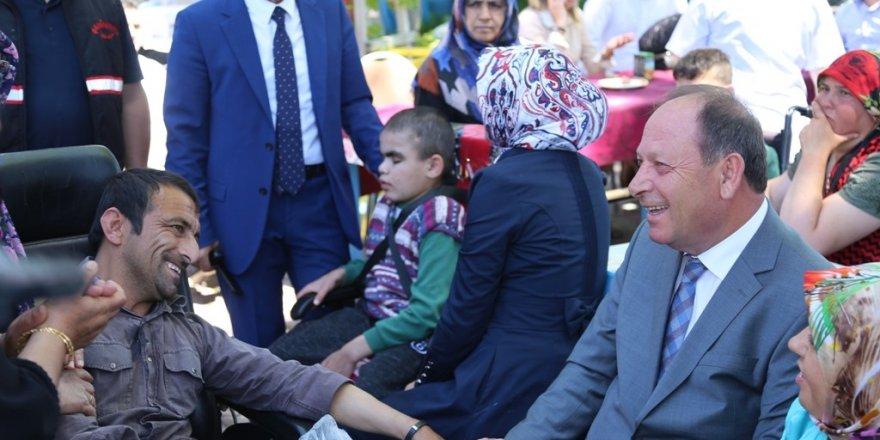Başkan Oprukçu, engelli vatandaşlar ve aileleri ile bir araya geldi