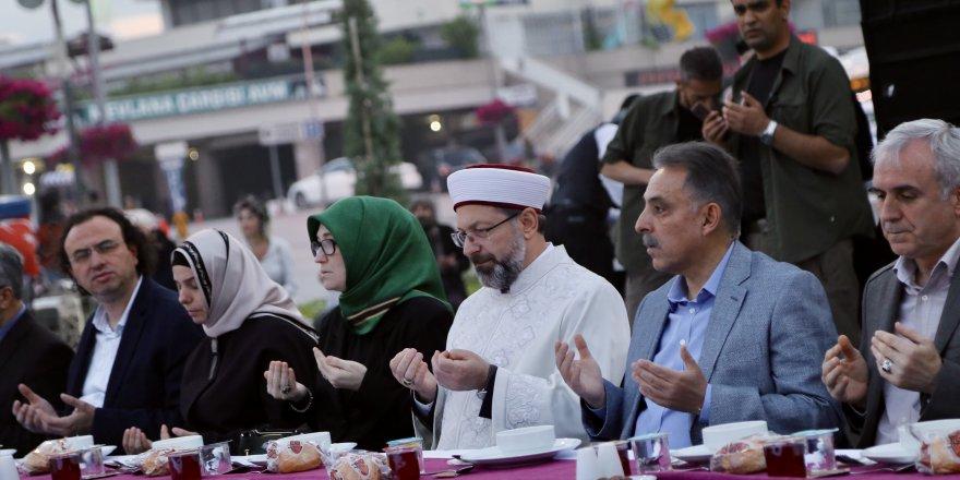 Diyanet İşleri Başkanı Erbaş'tan Zekat Çağrısı