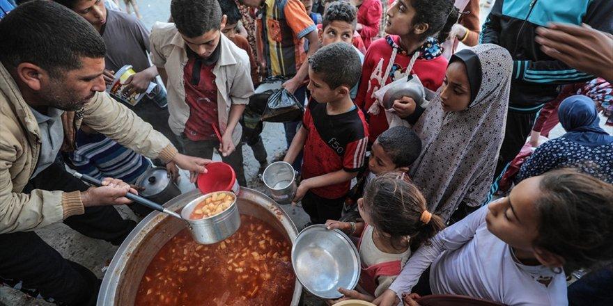 Gazzeli Yoksullar İftarını 'Ramazan Tekkesiyle' Açıyor