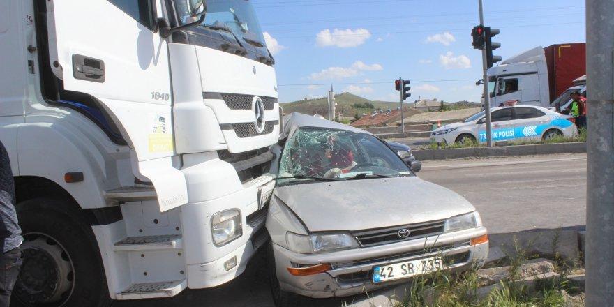 Konya'da Tır İle Otomobil Çarpıştı: 2 Yaralı