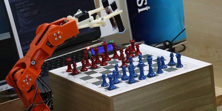 Robotik Kol 'Çolak' Satrançta Rakip Tanımıyor